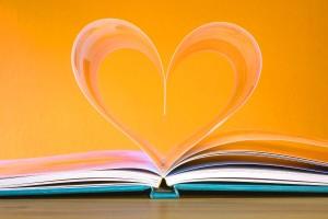 Page d'un livre qui forme un cœur